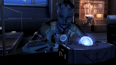 Liara_programming_the_glyph_capsule