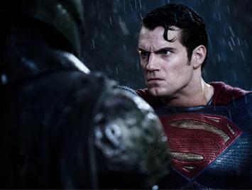 BATMAN-V-SUPERMAN-14